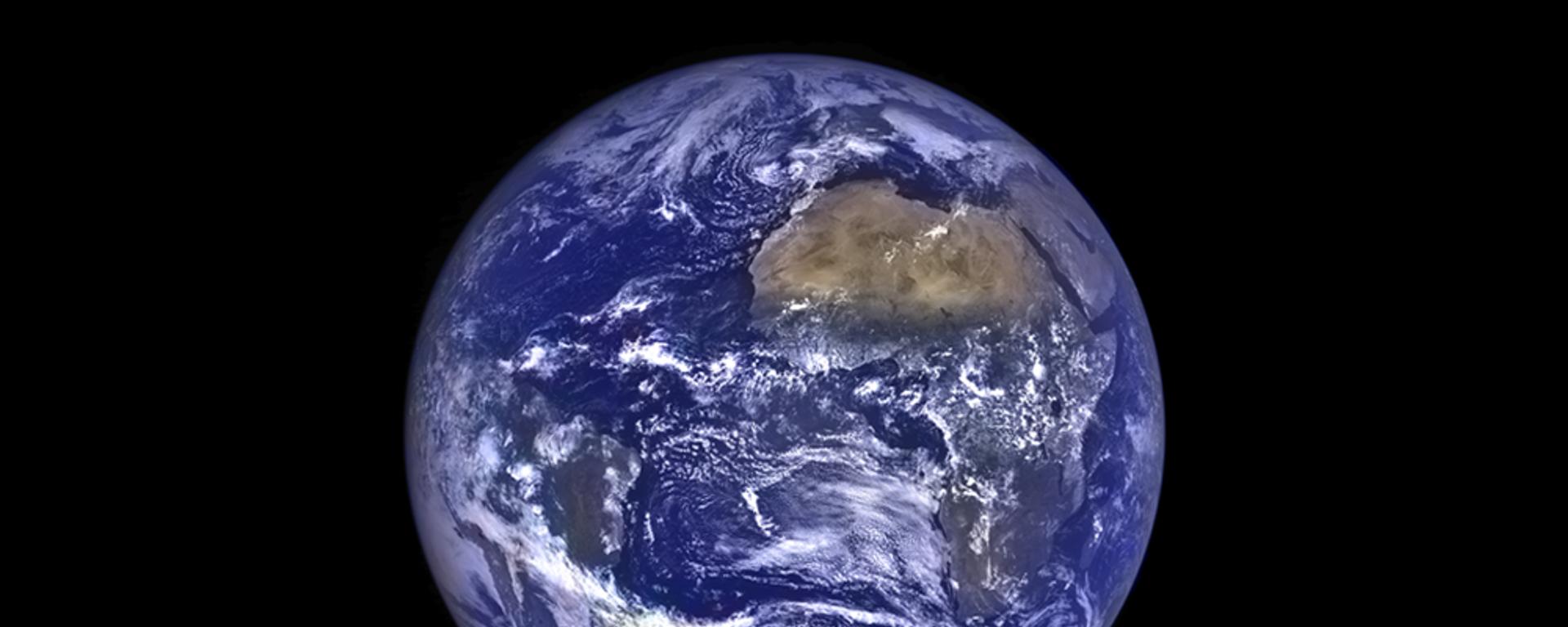 Вид Земли с орбиты Луны - Sputnik Узбекистан, 1920, 19.02.2021