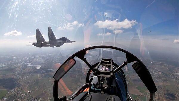Су-24 и Су-30СМ нанесли удары по условному противнику в Балтике - Sputnik Ўзбекистон