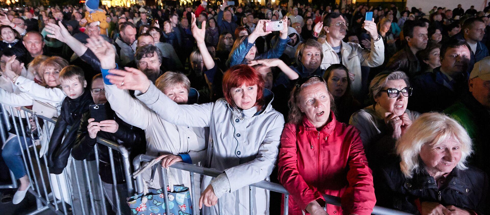 Зрители на концерте в Ялте в 2019 году - Sputnik Узбекистан, 1920, 30.04.2020