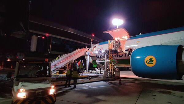 Узбекистан отправил в Россию четвертую партию гуманитарной помощи - Sputnik Ўзбекистон