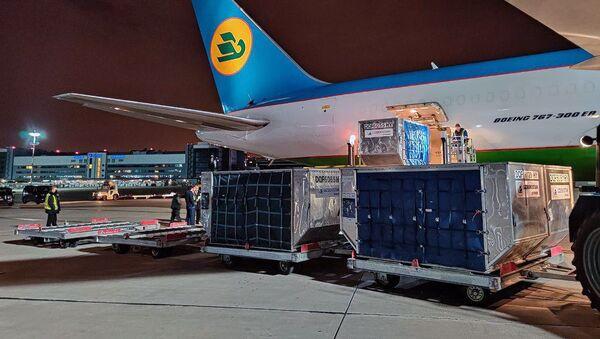 Узбекистан отправил в Россию четвертую партию гуманитарной помощи - Sputnik Узбекистан