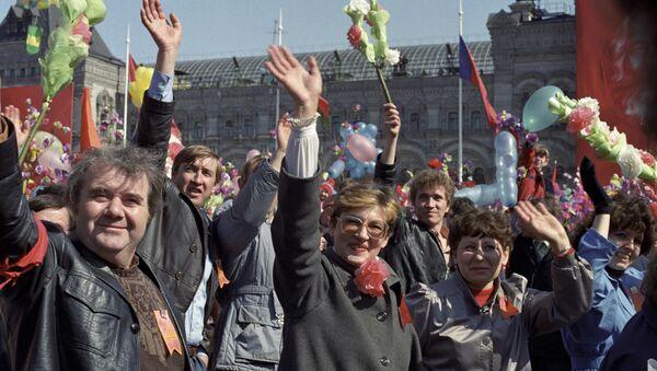 Первомайская демонстрация трудящихся на Красной площади в Москве, 1988 год - Sputnik Ўзбекистон