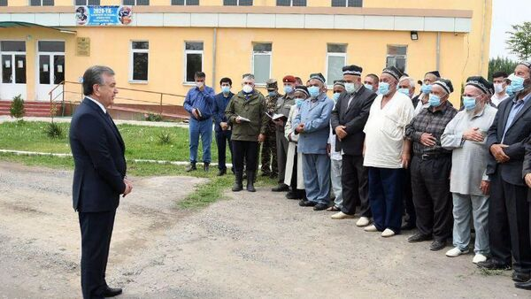 Шавкат Мирзиёев встретился с пострадавшими при наводнении жителями Сирдарьи - Sputnik Ўзбекистон