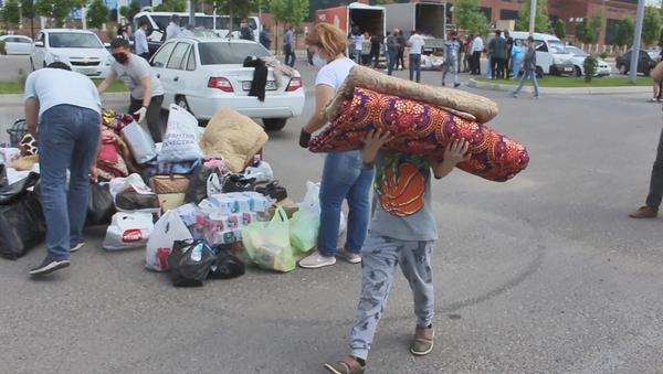 Сбор гуманитарной помощи для пострадавших от наводнения в Сырдарьинской области - Sputnik Ўзбекистон