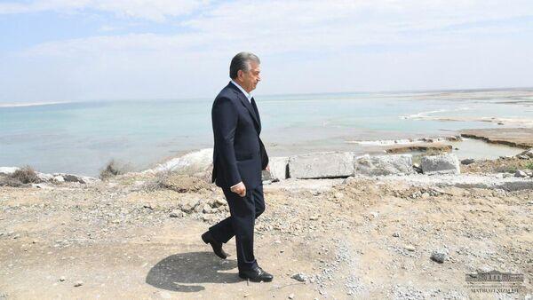 Президент Шавкат Мирзиёев с рабочей поездкой в Сырдарьинской области, где произошло наводнение - Sputnik Ўзбекистон