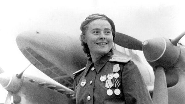 Герой Советского Союза заместитель командира эскадрильи 125-го гвардейского авиационного женского полка Мария Долина - Sputnik Узбекистан