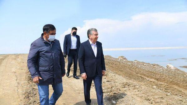 Президент Узбекистана Шавкат Мирзиёев вновь посетил Сырдарьинскую область - Sputnik Узбекистан
