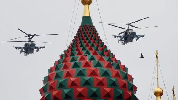 Ударные вертолеты Ка-52 Аллигатор на репетиции воздушной части парада Победы в Москве - Sputnik Узбекистан