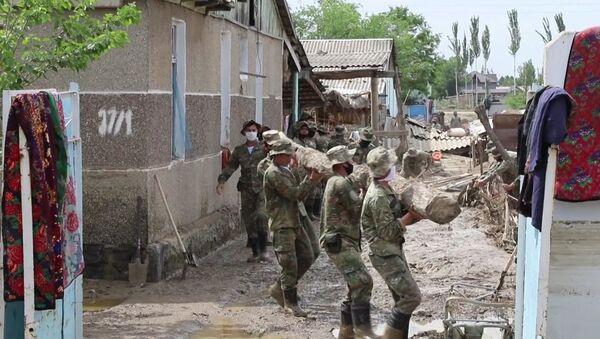 Благодаря помощи военнослужащих, работы в месте ЧС ускорились - Sputnik Узбекистан