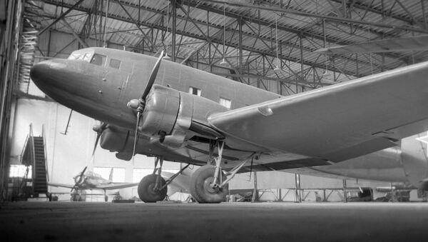 Транспортный самолет ЛИ-2  - Sputnik Ўзбекистон