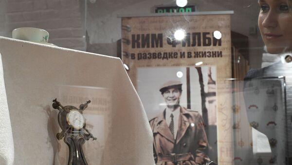 Личные вещи разведчика Кима Филби на выставке Ким Филби в разведке и в жизни в Москве - Sputnik Ўзбекистон