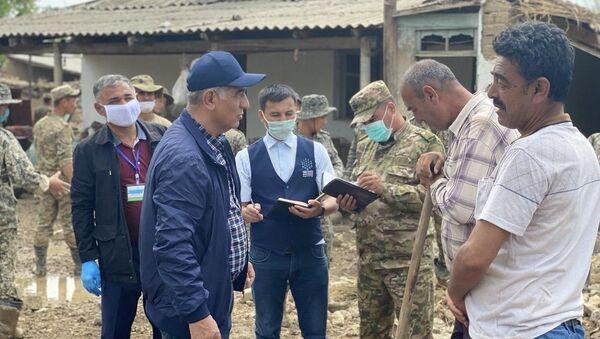 Обход пострадавшего населения представителями оперативного штаба - Sputnik Ўзбекистон