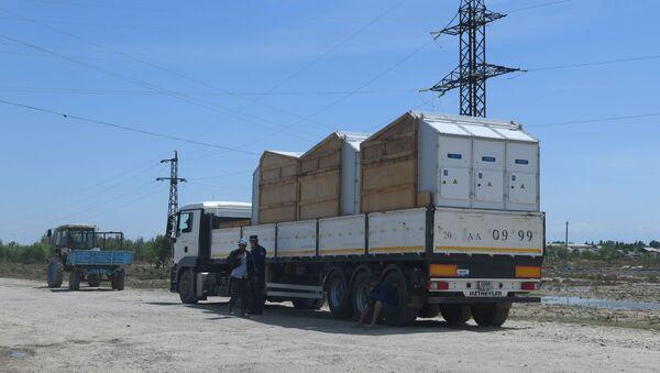 Для восстановления электроснабжения в пострадавшие районы доставлены новые трансформаторы - Sputnik Узбекистан