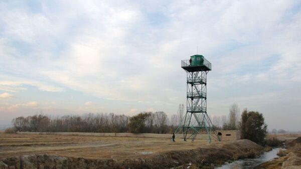 Смотровая вышка на кыргызско-таджикском участке границе - Sputnik Ўзбекистон
