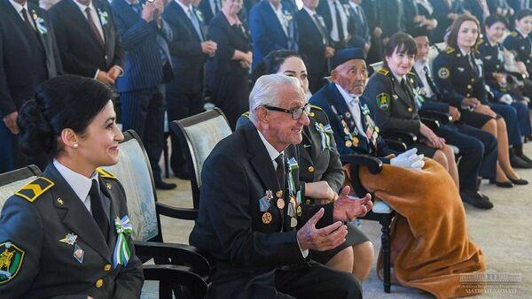 Ветераны войны на встрече с президентом Шавкатом Мирзиёевым - Sputnik Узбекистан
