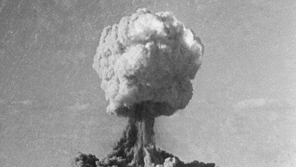 Атомный взрыв - Sputnik Ўзбекистон