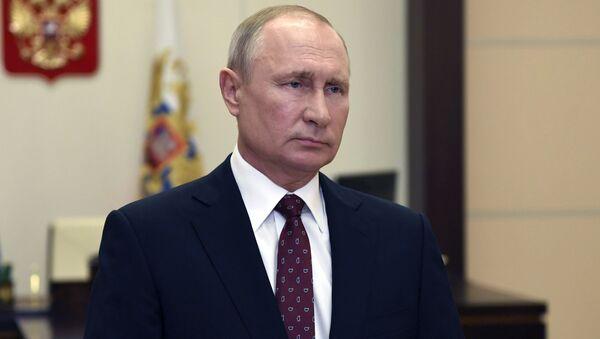 Президент РФ В. Путин поздравил выпускников военных вузов и академий с Днём Победы - Sputnik Узбекистан