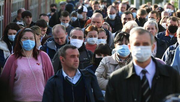 Passajirы na platforme Kurskogo vokzala v Moskve - Sputnik Oʻzbekiston