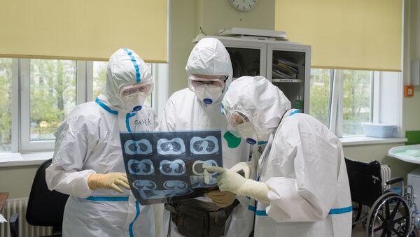 Врачи медицинского исследовательского центра  - Sputnik Узбекистан