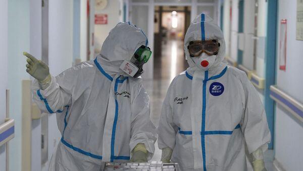 Медицинские работники в красной зоне госпиталя  - Sputnik Ўзбекистон
