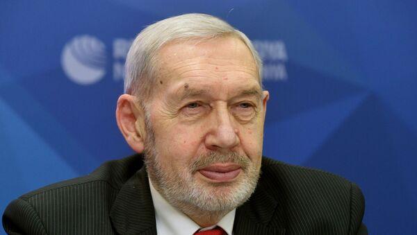 Профессор Государственного университета управления Владимир Волох - Sputnik Ўзбекистон
