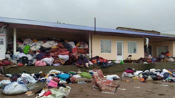 Фотография с разбросанной гумпомощью, возмутившая интернет-пользователей - Sputnik Узбекистан