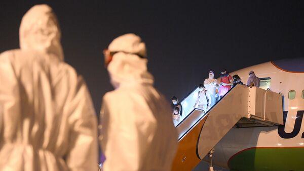 Узбекистан возвращает чартерными рейсами своих граждан - Sputnik Ўзбекистон