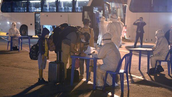 Узбекистан возвращает чартерными рейсами застрявших за рубежом граждан из-за коронавируса - Sputnik Ўзбекистон