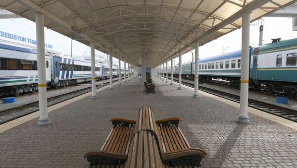 Платформа железнодорожного вокзала в Ташкенте - Sputnik Ўзбекистон