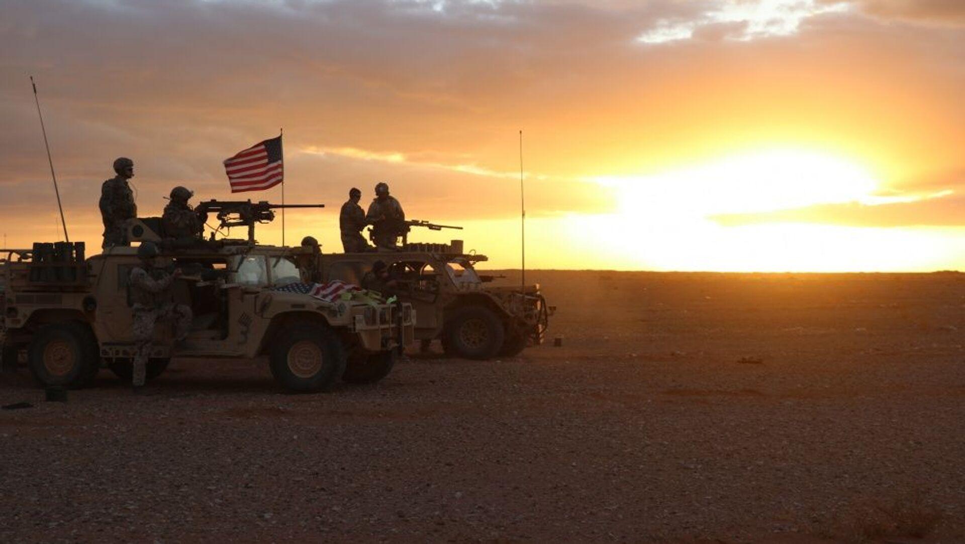 Американские военнослужащие в районе населенного пункта Эт-Танф, Сирия - Sputnik Узбекистан, 1920, 19.02.2021