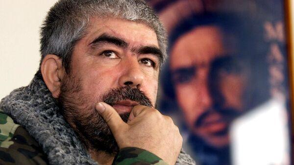 Etnicheskiy uzbekskiy voyenachalnik Abdul Rashid Dustum vo vremya intervyu agentstvu Frans Press v Kabule 24 dekabrya 2001 goda - Sputnik Oʻzbekiston