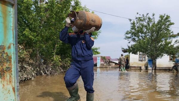 Спасатели помогают пострадавшим от подтопления в Мактааральском районе - Sputnik Ўзбекистон