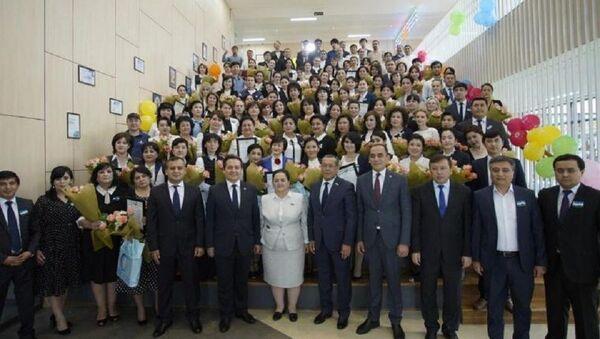 V Tashkenta nagradili uchiteley, uchastvovavshix v proyekte Online-maktab - Sputnik Oʻzbekiston