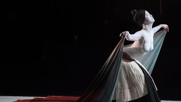 Legend Lin Dance Theatre актрисаси - The Eternal Tides спектакл.  - Sputnik Ўзбекистон