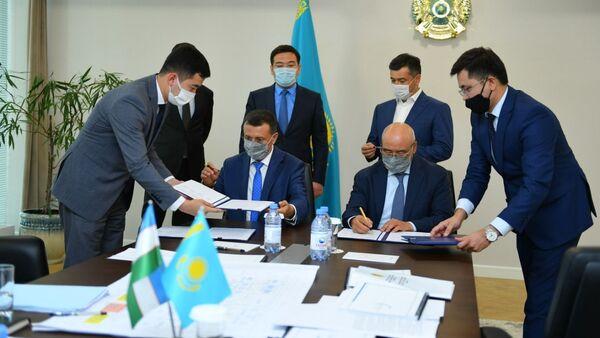 Ўзагротехсаноатхолдинг будет производит тракторы в Казахстане - Sputnik Ўзбекистон