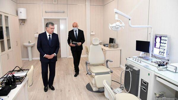 Шавкат Мирзиёев познакомился со строительством специализированной многопрофильной больницы в Зангиатинском районе Ташкентской области - Sputnik Узбекистан