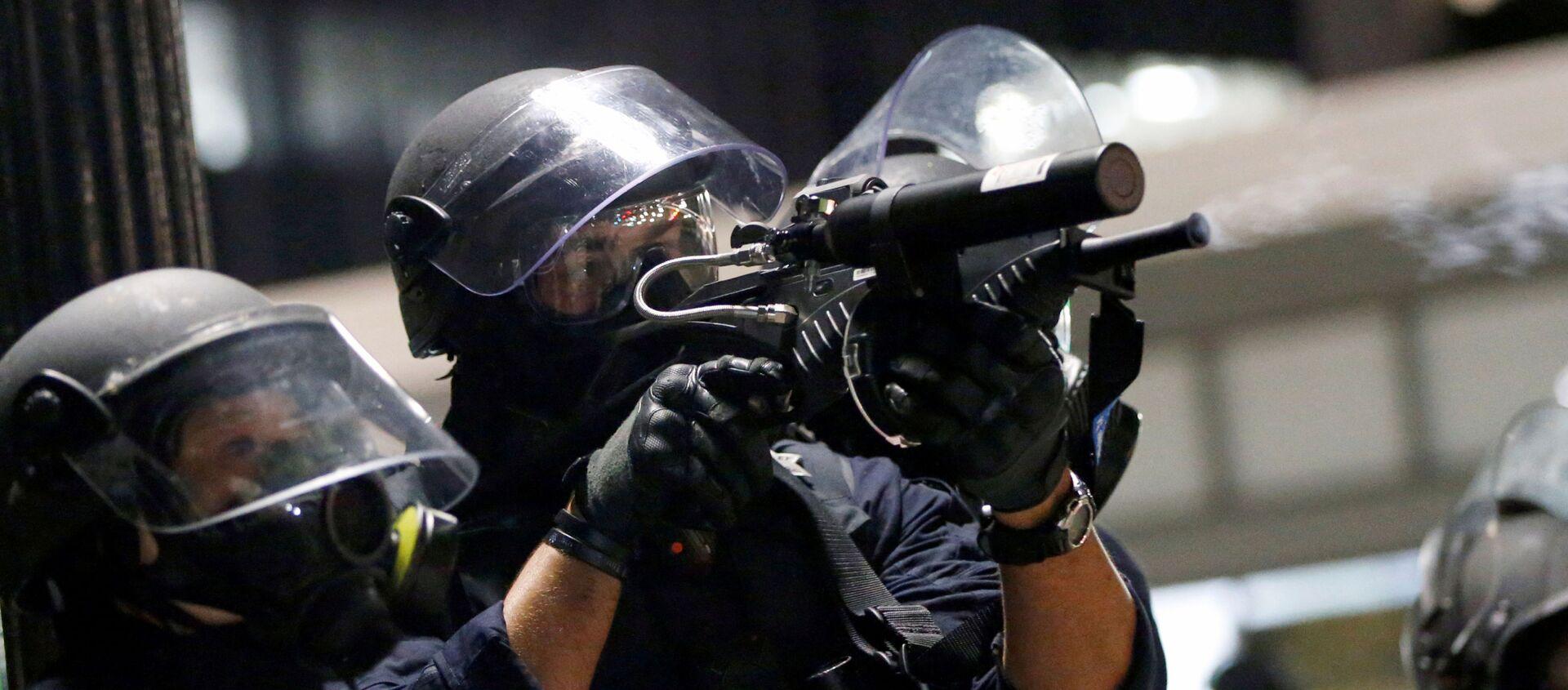 Столкновения демонстрантов с полицией во время акции протеста в Окленде, Калифорния - Sputnik Узбекистан, 1920, 30.05.2020