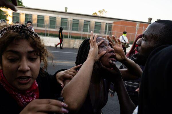 Потерпевшая во время протестов в Миннеаполисе - Sputnik Узбекистан