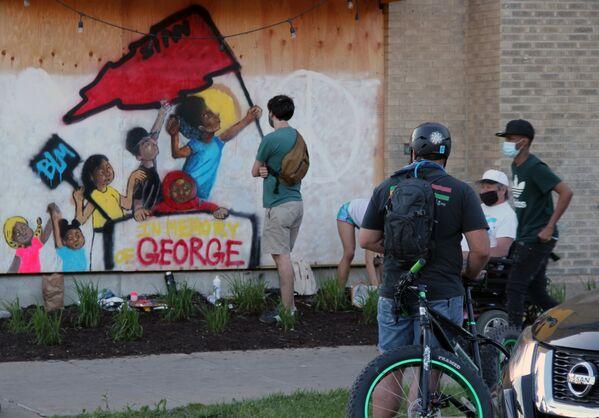 Граффити, посвященное погибшему в Миннеаполисе Джорджу Флойду - Sputnik Узбекистан