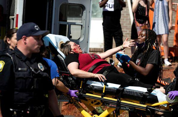 Раненый протестующий в Колумбии, США - Sputnik Узбекистан