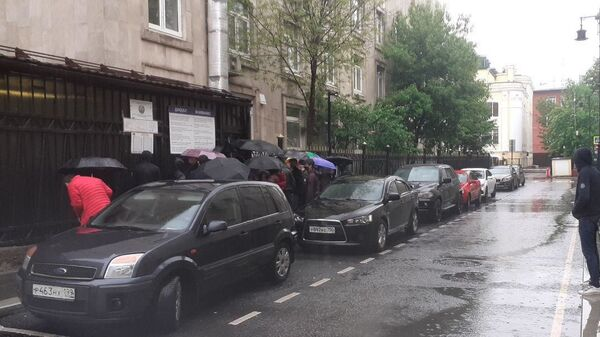 Ежедневно более 100 граждан обращаются за помощью в посольство Узбекистана - Sputnik Ўзбекистон