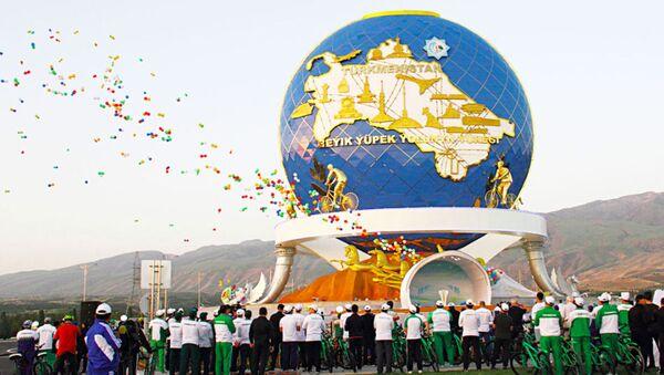 В столице Туркменистана открыли монумент велосипеду - Sputnik Ўзбекистон