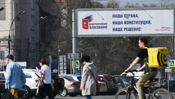 Агитационный плакат за общероссийское голосование по поправкам в Конституции в Новосибирске - Sputnik Ўзбекистон
