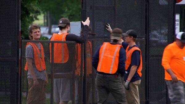 Беспорядки в США: Белый дом отгородился забором от протестующих - Sputnik Ўзбекистон