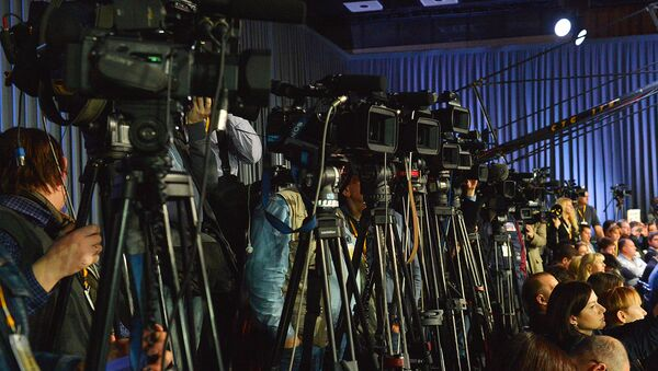 Jurnalistlar matbuot anjumanida - Sputnik Oʻzbekiston