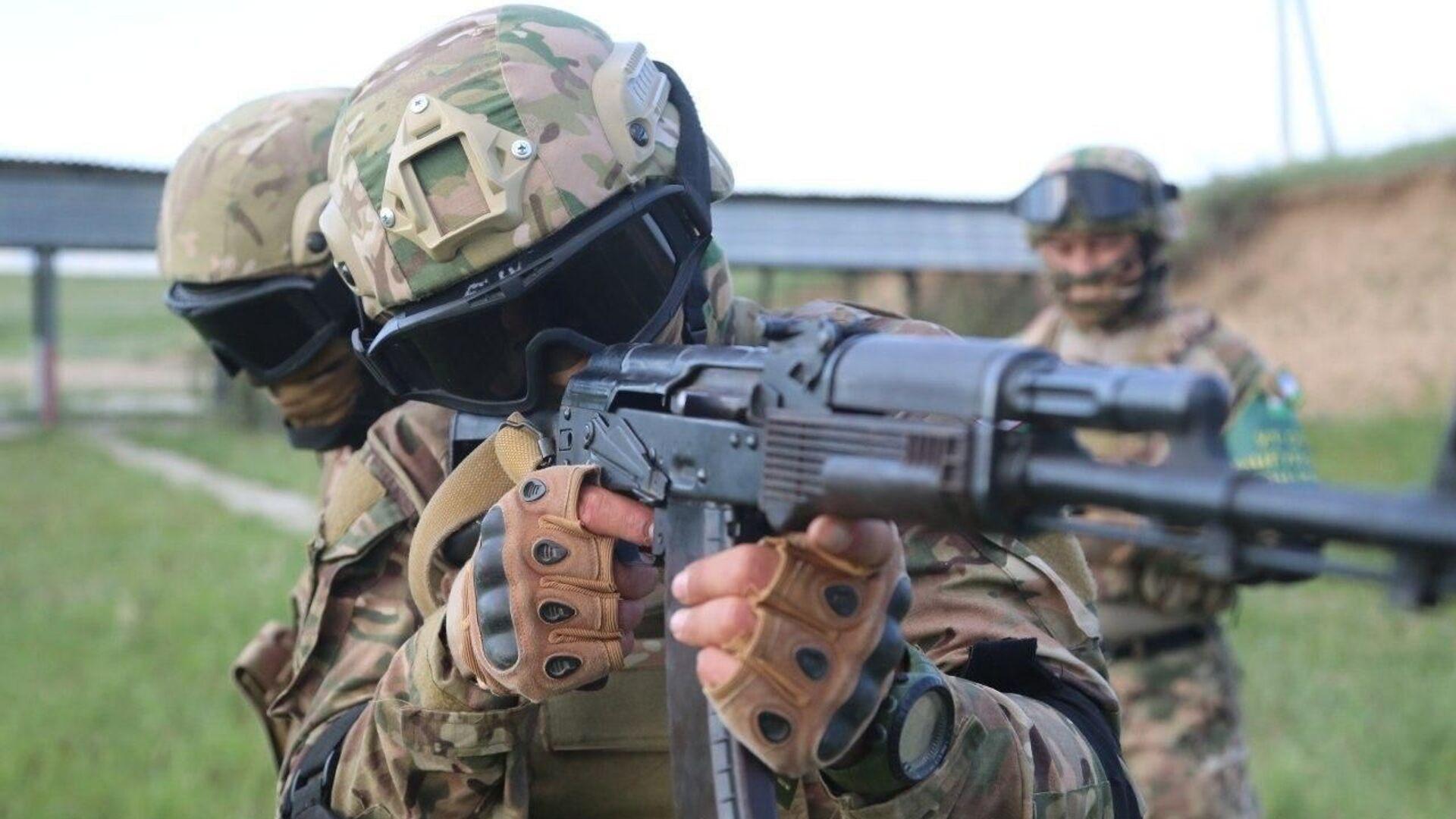Армия Узбекистана возобновила военные учения - Sputnik Узбекистан, 1920, 12.07.2021