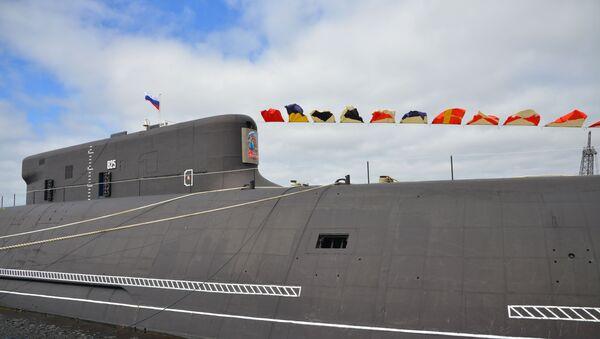 Поднятие Андреевского флага на атомной подводной лодке Князь Владимир - Sputnik Узбекистан