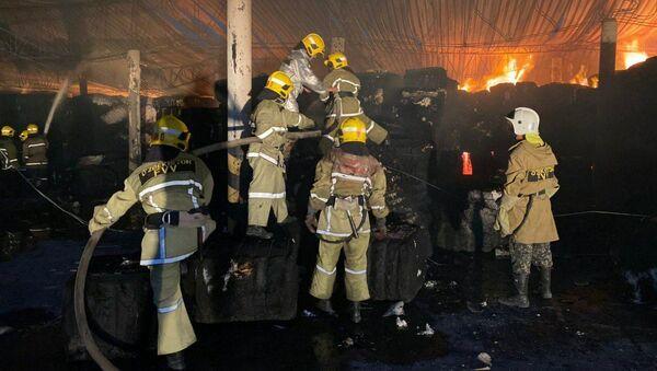 Пожар на складе Ташкентского регионального хлопкового терминала - Sputnik Ўзбекистон