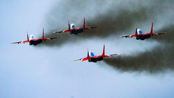 Истребители Су-30СМ пилотажной группы Русские витязи во время репетиции воздушной части парада Победы - Sputnik Ўзбекистон