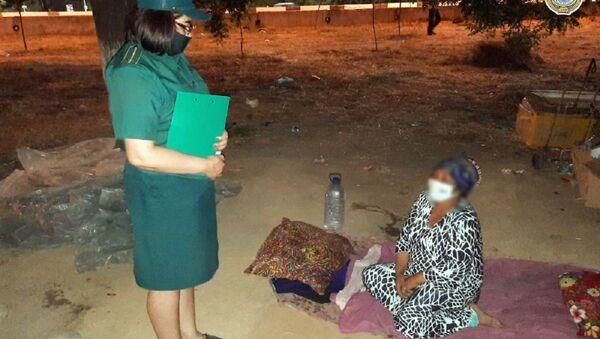 В ГУВД Ташкента рассказали о женщине, которая с двумя детьми жила под деревом - Sputnik Ўзбекистон